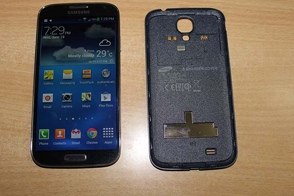 Galaxy-S4-Wireless-charging-cover-2